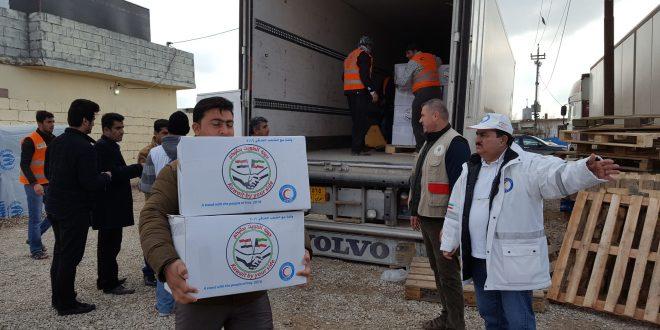 (الهلال الأحمر الكويتي) توزع 1200 سلة غذائية على نازحين في اربيل