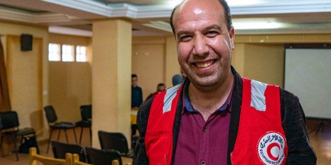 أيمن شاب سوري متطوع في الهلال الأحمر المصري